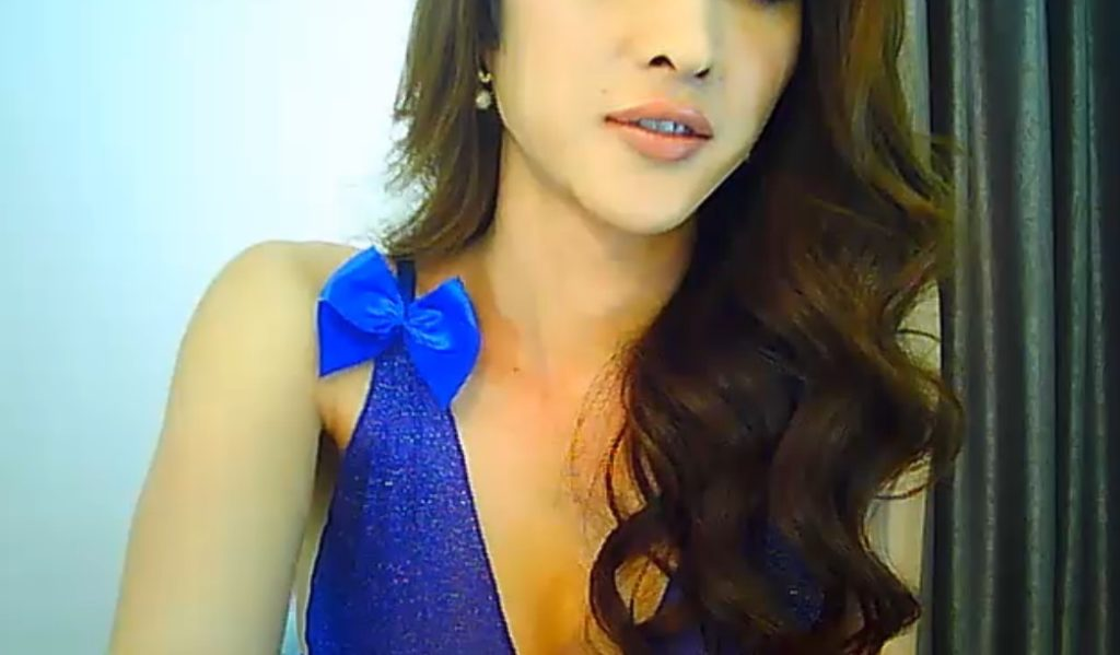 T-girl Angellarcutie is sexy in her blue dress