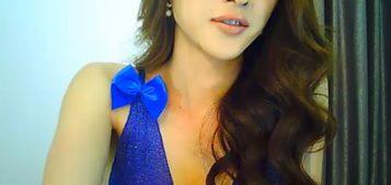 T-girl Angellarcutie is sexy in her blue dress