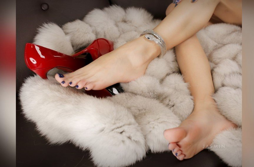 The beautiful feet of trans cam babe Caprice