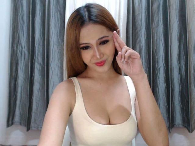 Transgender BabeGirlTsHot in her cosy room