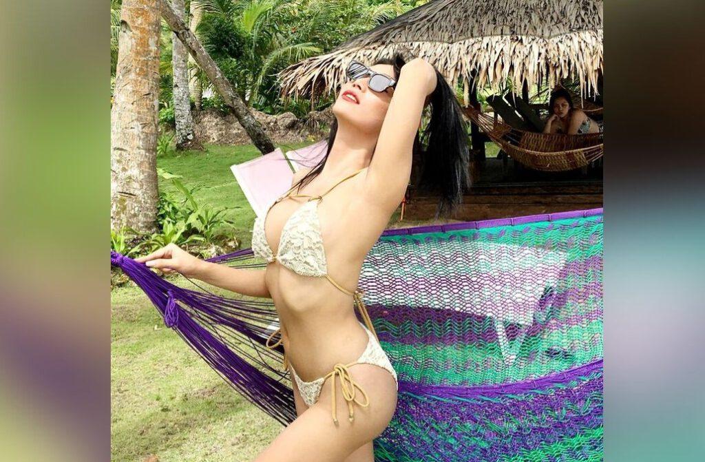 Tswoman Emma in her beautiful lingerie